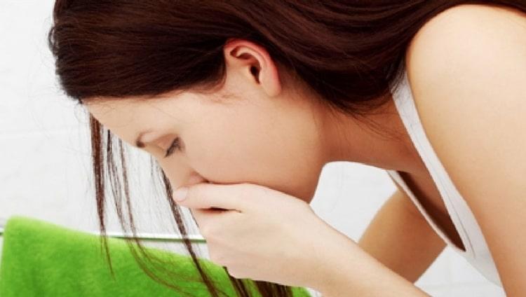 При переизбытке продукта в организме он может вызвать тошноту, слабость.