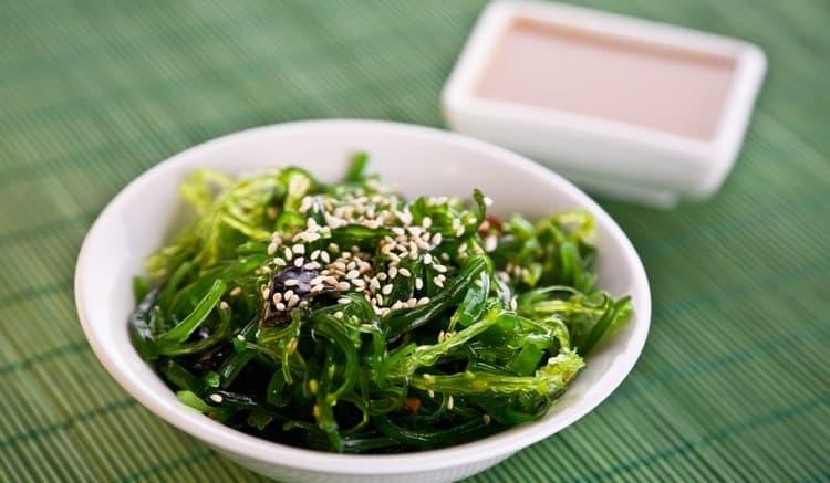 Узнайте все о пользе и вреде морской капусты, о ее лечебных свойствах.