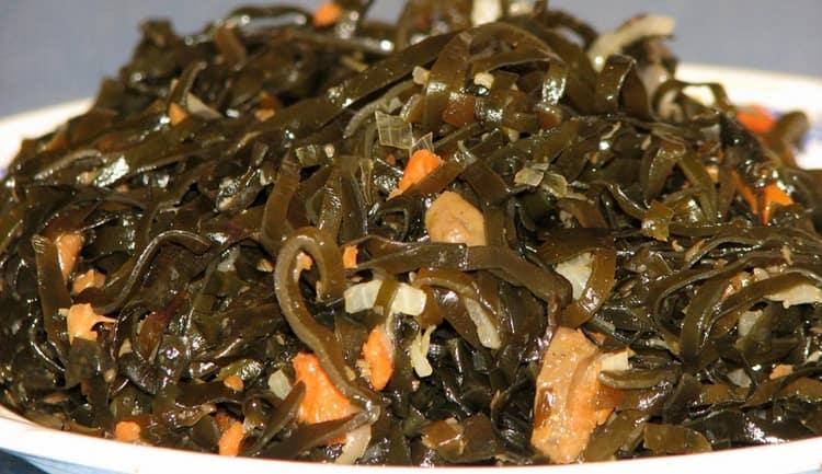 Морская капуста может принести не только пользу, но и вред для организма, если она росла не в экологически чистых условиях.