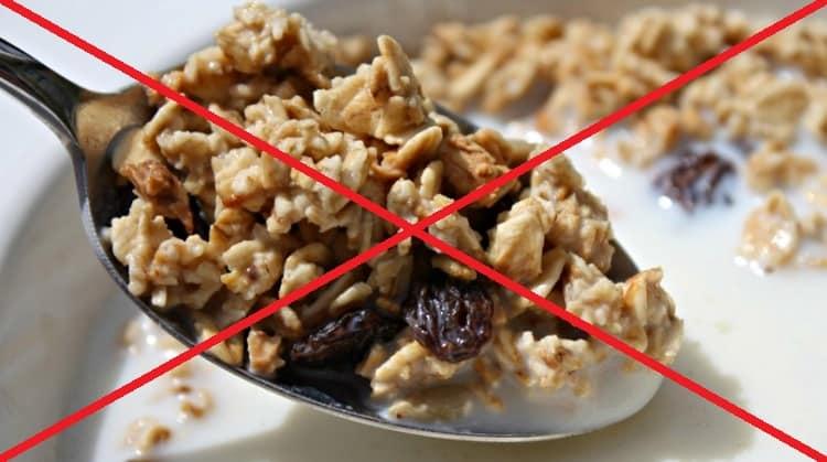 Есть также некоторые противопоказания к употреблению такого калорийного завтрака.