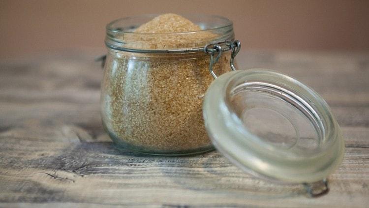 Хранить сладкий продукт нужно либо в мешках, либо в плотно закрытых емкостях.