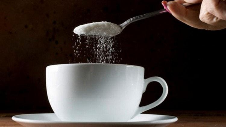 Взрослому человеку можно съедать 50 г сахара в день без вреда для организма.