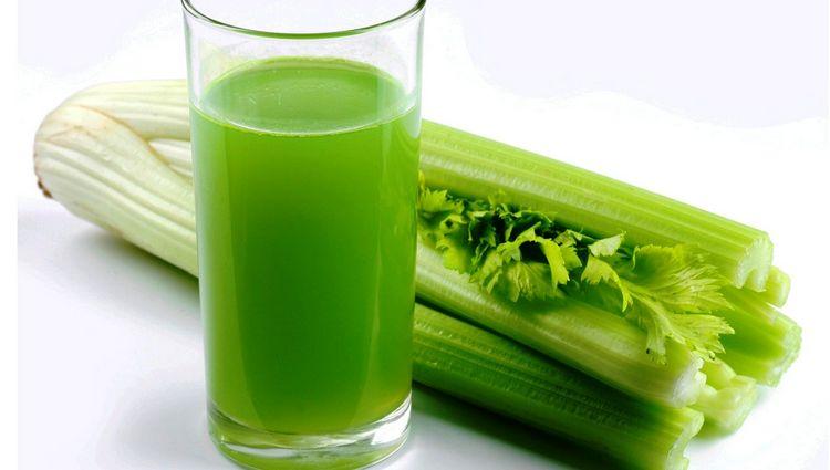 Очень полезно пить сок сельдерея.