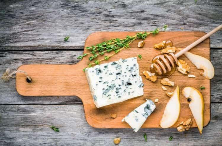 сыр с белой плесенью польза и вред