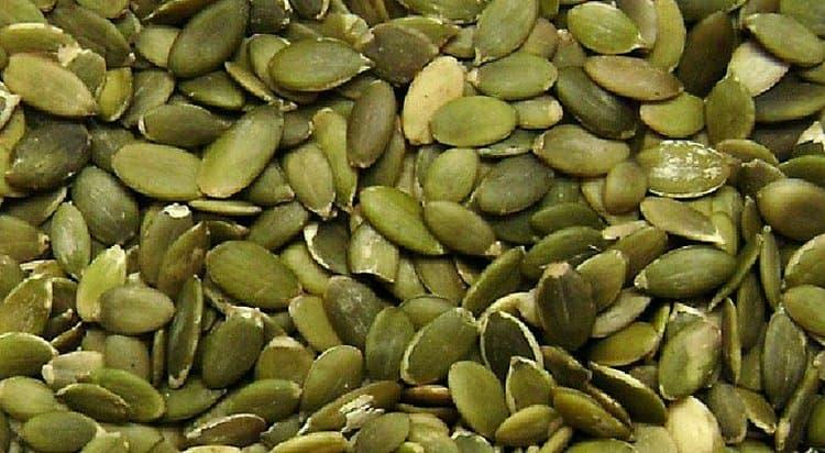Узнайте о пользе тыквенных семечек для мужчин.