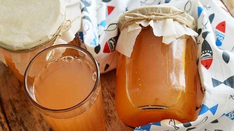 Особенно ценна польза морковно-яблочного сока, но при чрезмерном употреблении он все-таки тоже может нанести организму вред.
