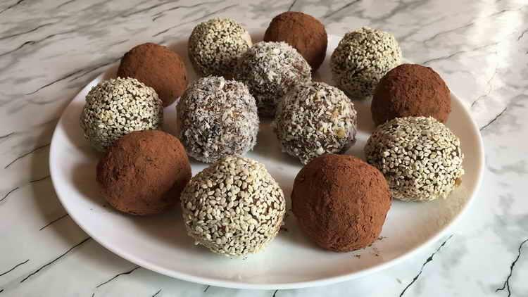 Полезные конфеты из орехов и фиников