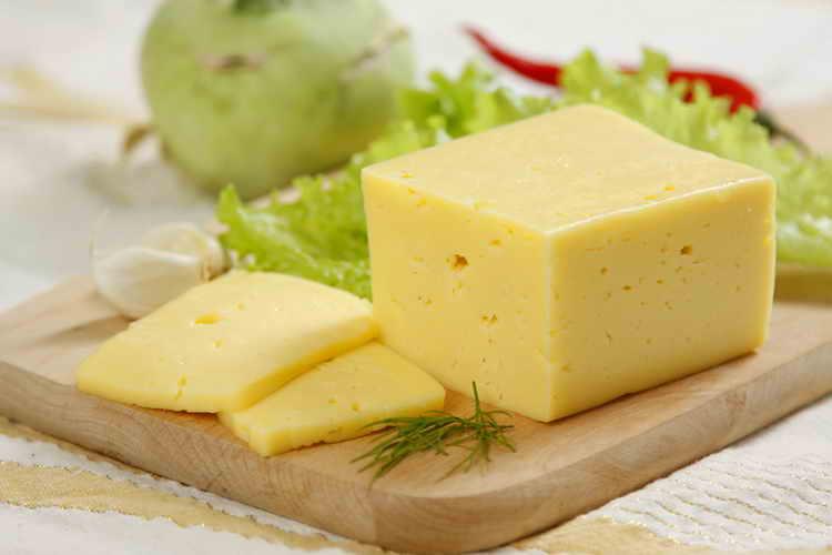 сыр российский калорийность
