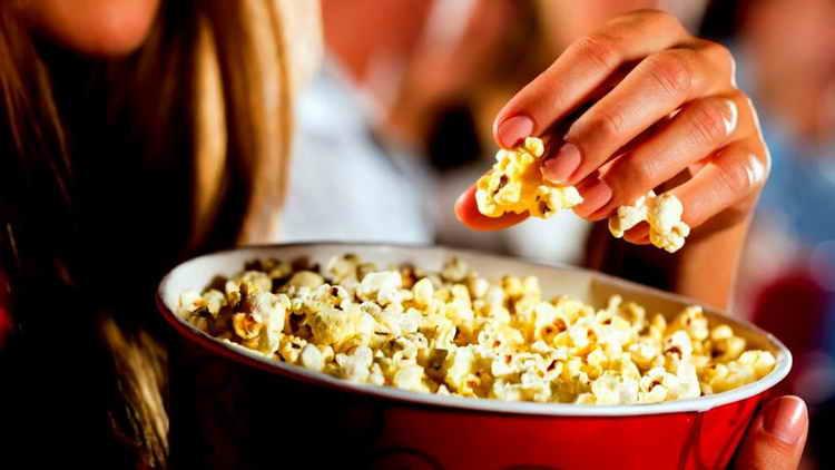 как кушать попкорн
