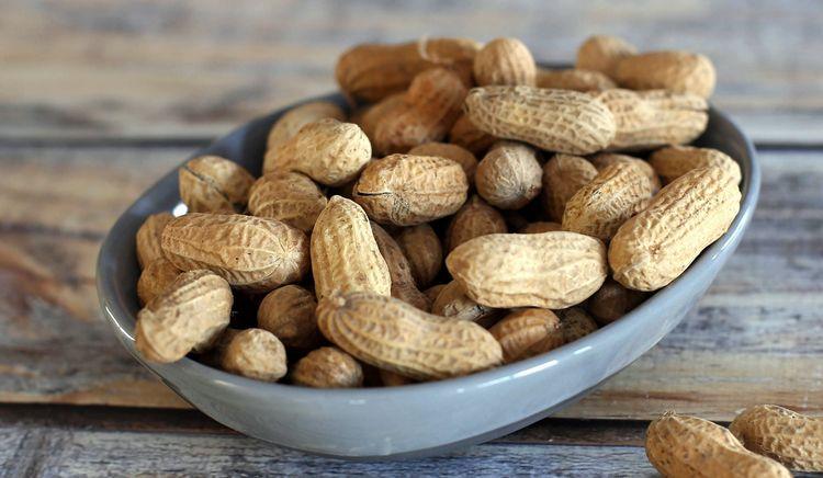 Узнайте, какова калорийность арахиса на 100 г продукта.