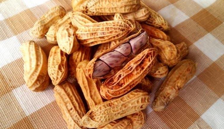 Очень полезно есть земляные орехи детям, если у них нет аллергии.