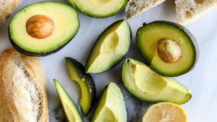 В составе авокадо есть очень много витаминов.