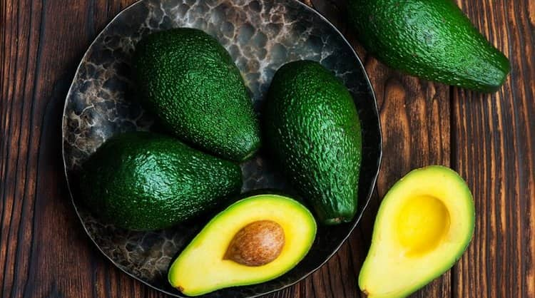 Авокадо полезен также тем, что содержит немало микро- и макроэлементов.