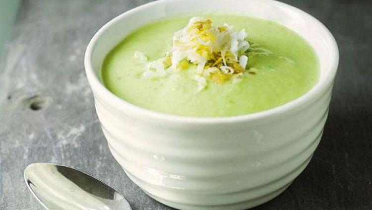 Из авокадо можно приготовить диетический крем-суп.