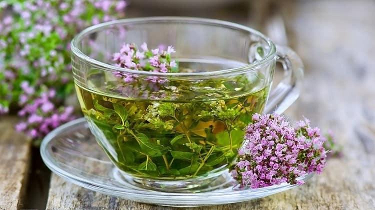 Очень вкусным и ароматным получается чай с чабрецом.