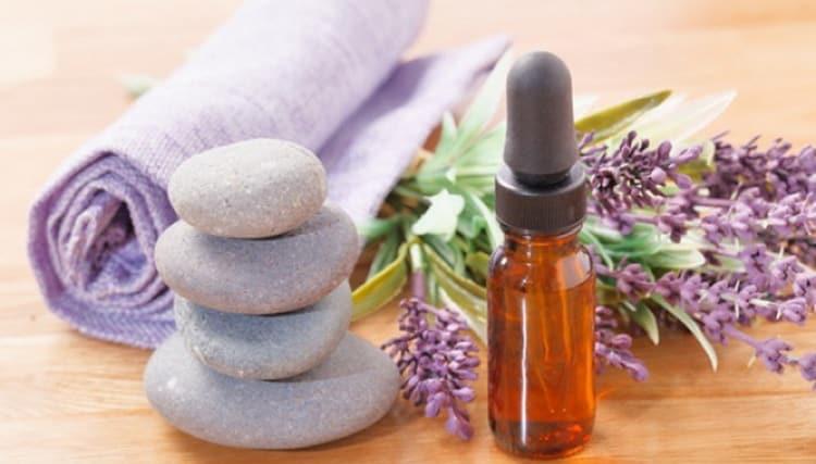 В народной медицине и косметологии используется эфирное масло чабреца.