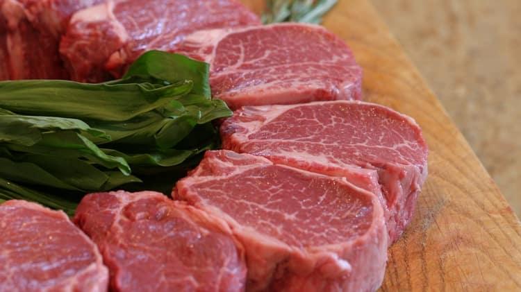 Вареная говядина порадует низкой калорийностью.