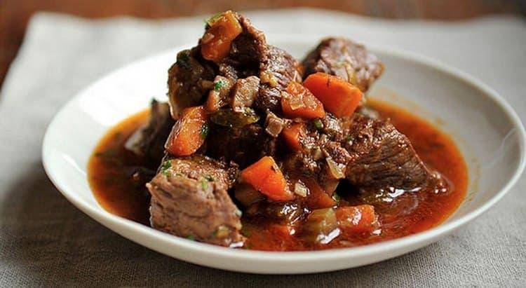 232 кал составляет калорийность тушеной говядины.