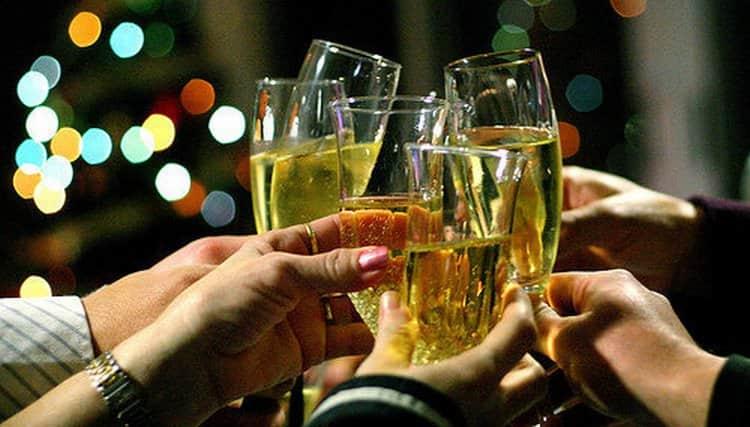 Если вы на диете. лучше ограничиться шампанским или вином.