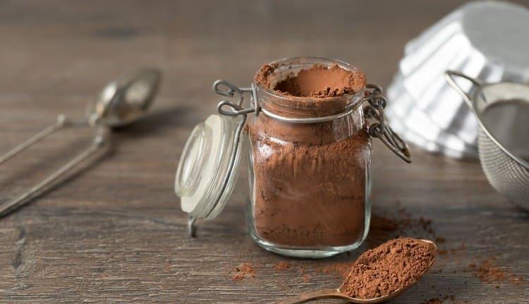 Калорийность порошка какао достаточно высокая.