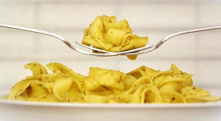 В идеале есть макароны нужно не чаще 2-3 раз в неделю.