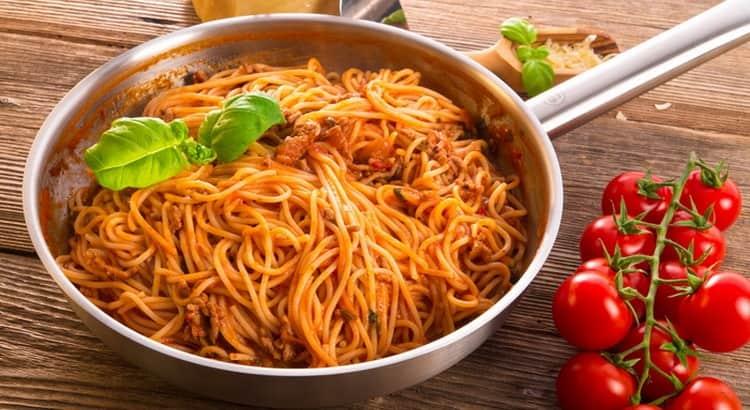 Калорийность отварных макарон на 100 г зависит от способа их приготовления.