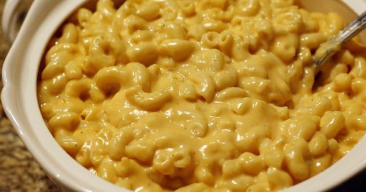 Можно также приготовить замечательные макароны под сырным соусом.
