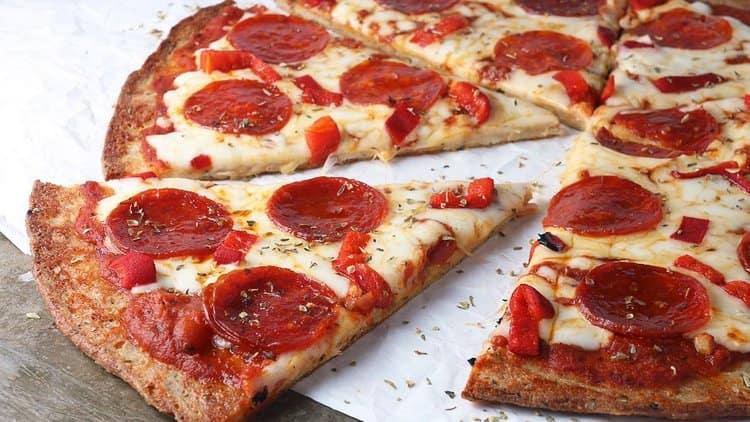 Пицца Пепперони может похвастать очень высокой калорийностью.