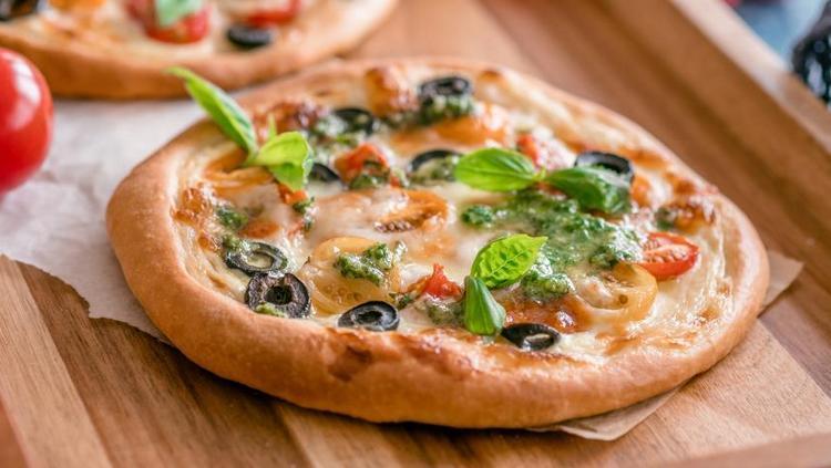 Хорошим вариантом для тех, кто следит за фигурой, будет и овощная пицца.