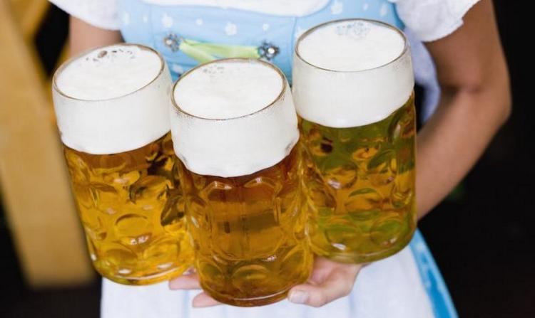 Узнайте, сколько калорий в литре пива.