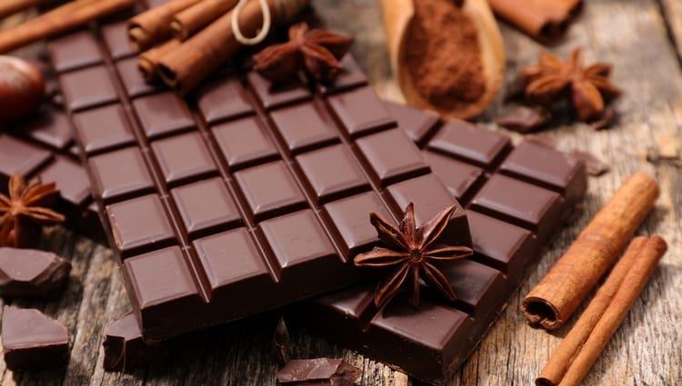 Самой низкой является калорийность горького шоколада.