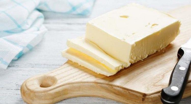 То, сколько калорий в сливочном масле, зависит от его сорта и степени жирности.
