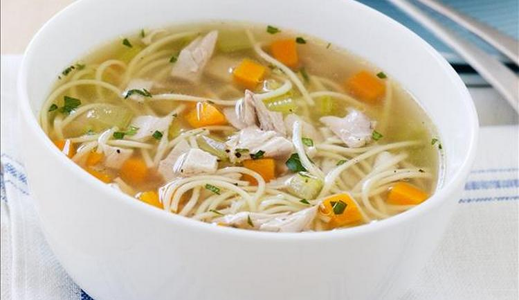 Узнайте, какова калорийность куриного супа.