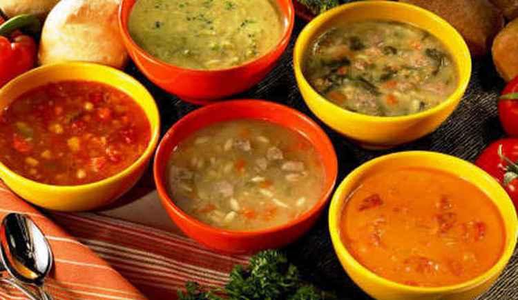 Узнайте, какой является калорийность горохового, грибного, фасолевого, гречневого, тыквенного, чечевичного, рисового, щавелевого супа и других видов этого первого блюда.