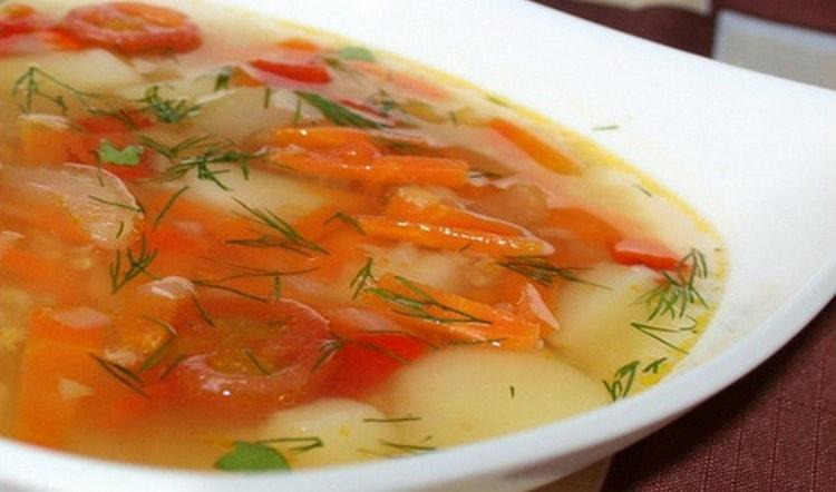 Конечно, самой низкой будет калорийность овощного супа.