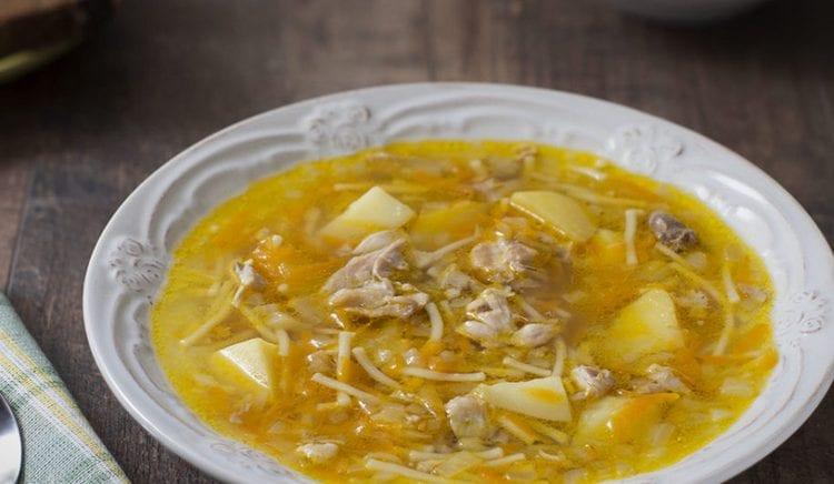 Калорийность супа-лапши зависит от того. на каком бульоне его готовили.
