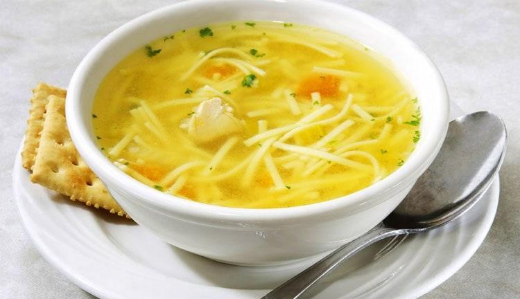 Узнайте, сколько составляет калорийность вермишелевого супа.