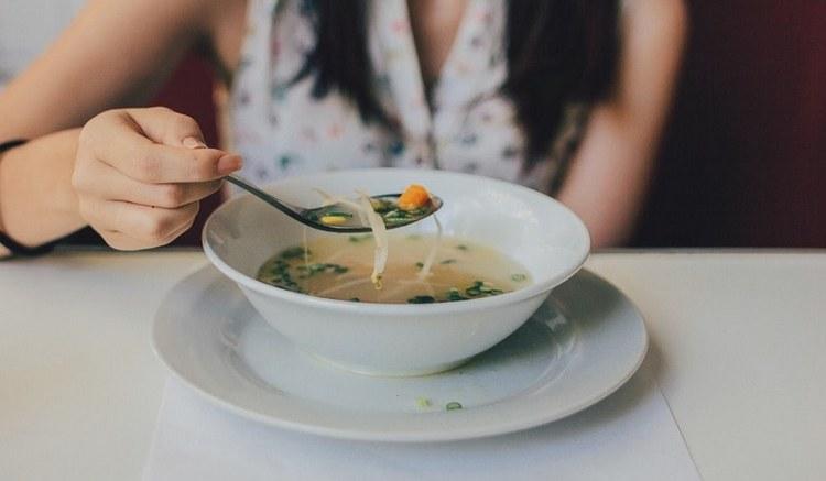 Считается, что есть супы очень полезно для организма.
