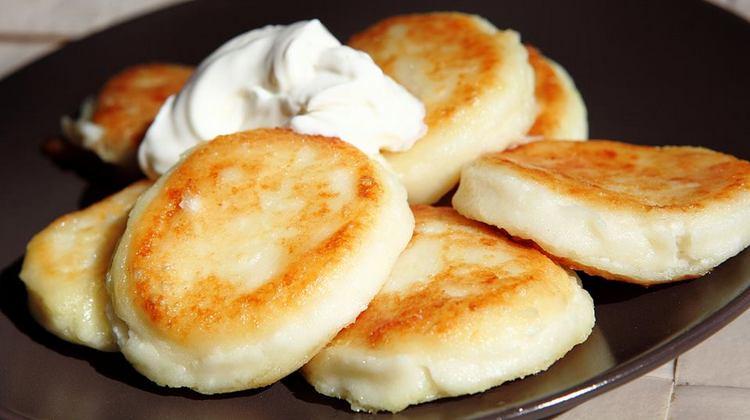 А вот простой рецепт сырников.