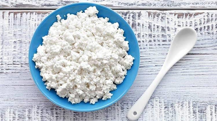Калорийность творога на 100 г продукта зависит от его жирности.