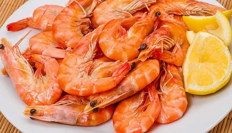 Поскольку калорийность отварных креветок низкая, их часто используют в диетическом питании.