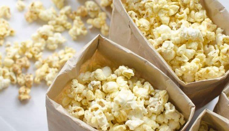 Узнайте, сколько калорий в соленом попкорне.