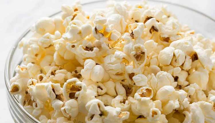 Узнайте, сколько калорий в попкорне.