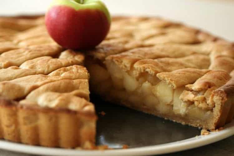 шарлотка с яблоками калорийность на 100 грамм
