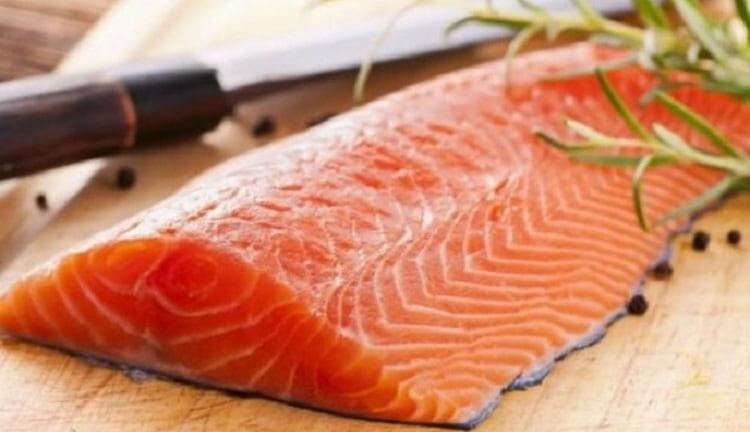 В семге содержится очень много витаминов и полезных веществ.