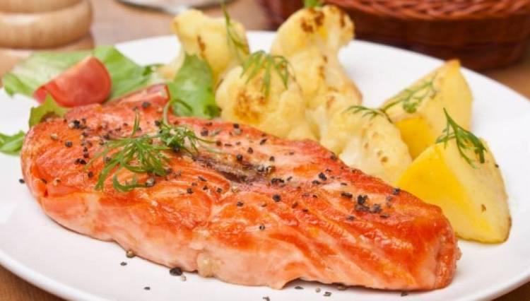 То, сколько калорий будет в семге, зависит от способа ее приготовления.