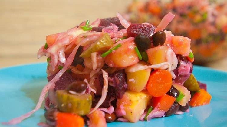 Калорийность винегрета на 100 г продукта зависит от того, какие компоненты были выбраны для салата.