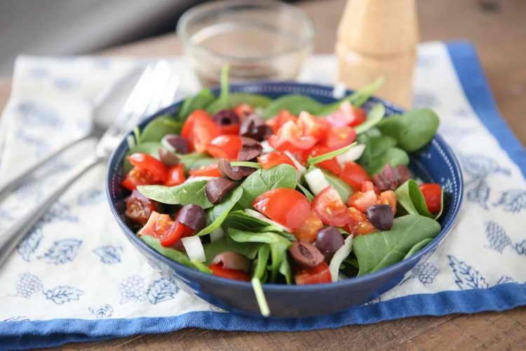 сколько калорий в греческом салате с маслом и фетой