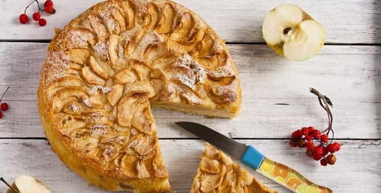 сколько калорий в шарлотке с яблоками с бисквитным тестом