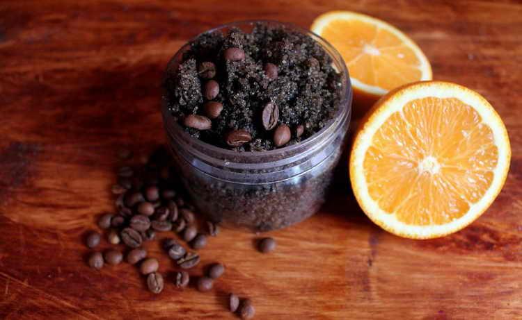 Скраб из кофе, масла облепихи и черного перца